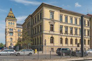Landgericht u. Polizeidirektion (li.)